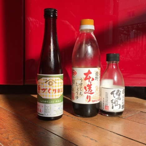 Sauces japonaises. De gauche à droite : koikuchi, usukuchi et tamari.