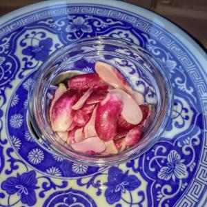 Stockage au frais, dans un pot en verre avec couvercle.